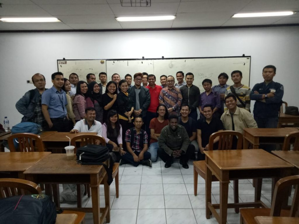 Our CEO, Mr. Andru, together with the workshop/seminar participants.
